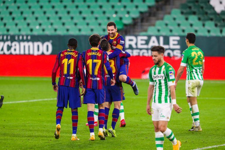 Messi y Trincao salvan al Barça en el Benito Villamarín