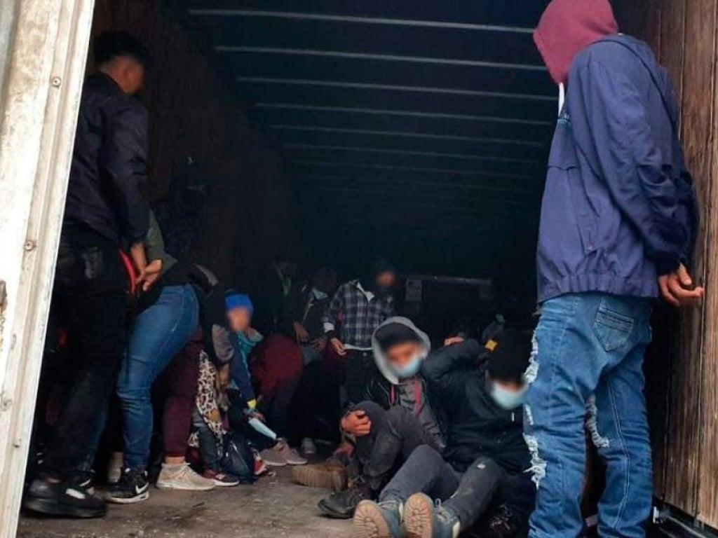Rescatan a 108 migrantes que viajaban hacinados en un camión en México