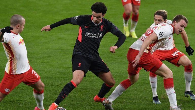 El Liverpool aprovecha errores del Leipzig y toma ventaja en Champions