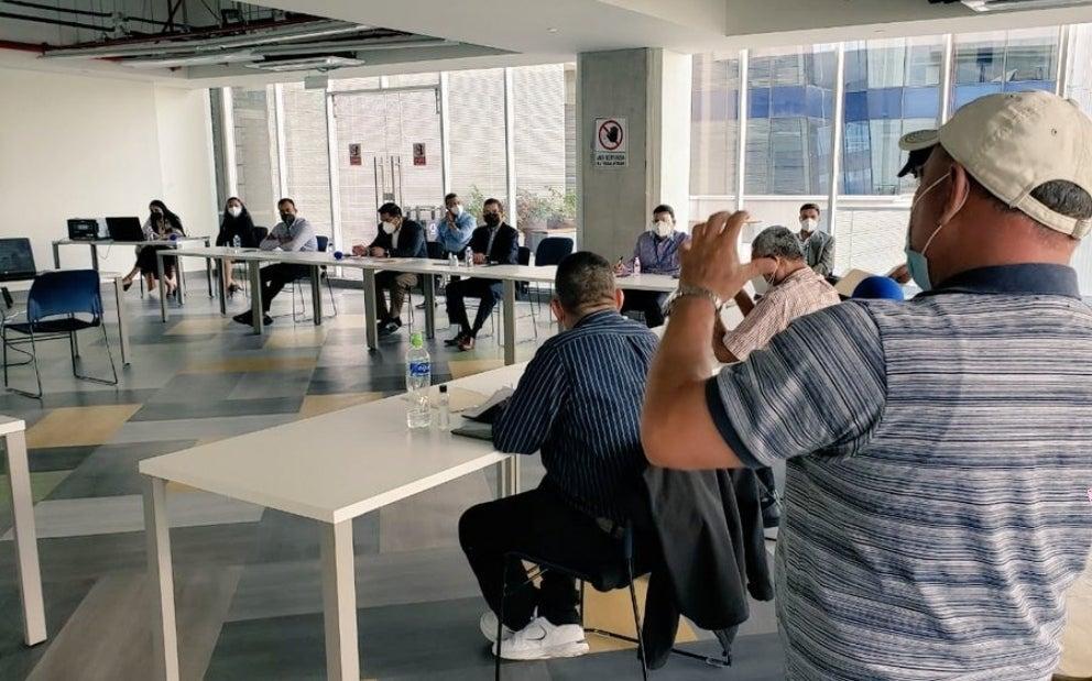Josué Orellana, vicepresidente de la Central de Trabajadores de Honduras (CTH), informó que la reunión entre los empresarios y el sector obrero para la negociación del salario mínimo concluyó este viernes sin ningún acuerdo.