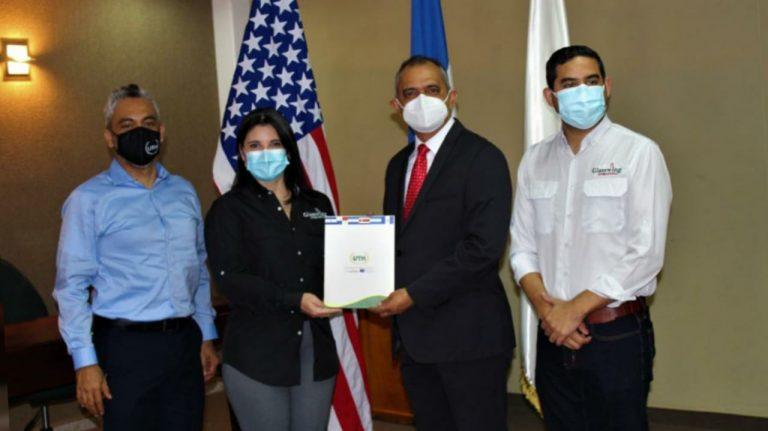 UTH y Fundación Crisálida firman acuerdo para contribuir al desarrollo social del país