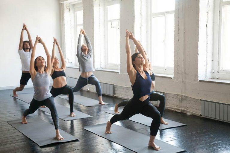 Practicar yoga, un poderoso método para mantener la salud mental y física