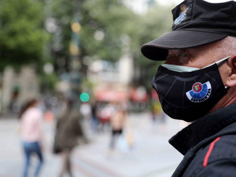 EEUU: Los CDC recomiendan utilizar doble mascarilla para mejorar protección contra el COVID-19