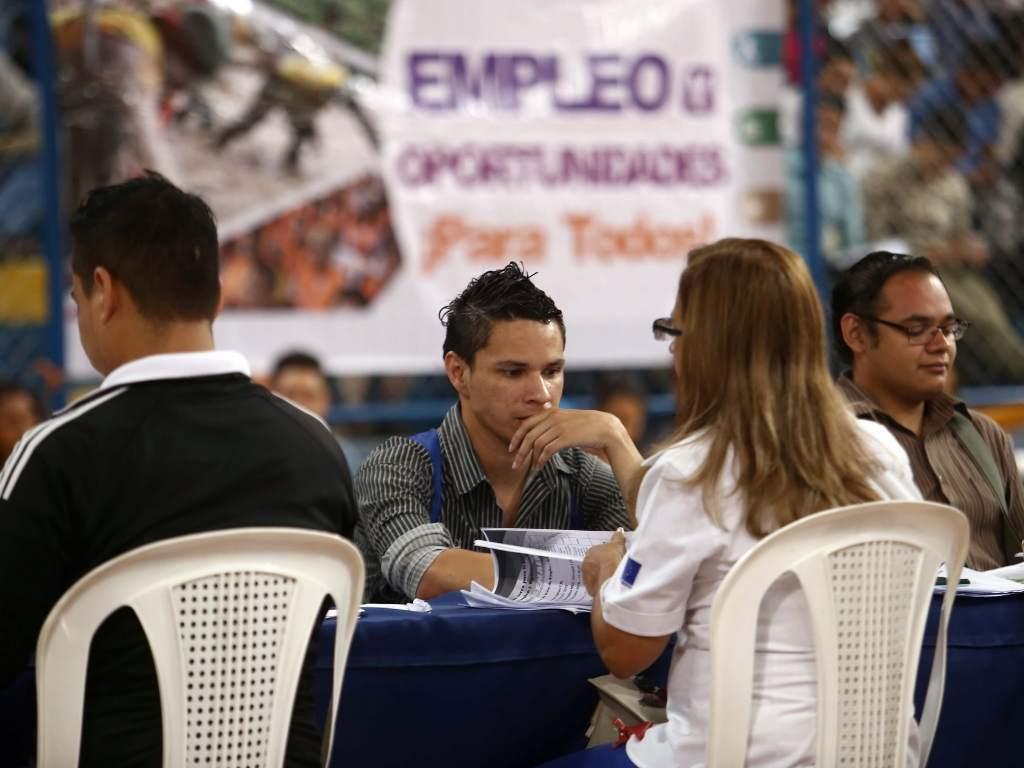 Economía desempleo sigue al alza
