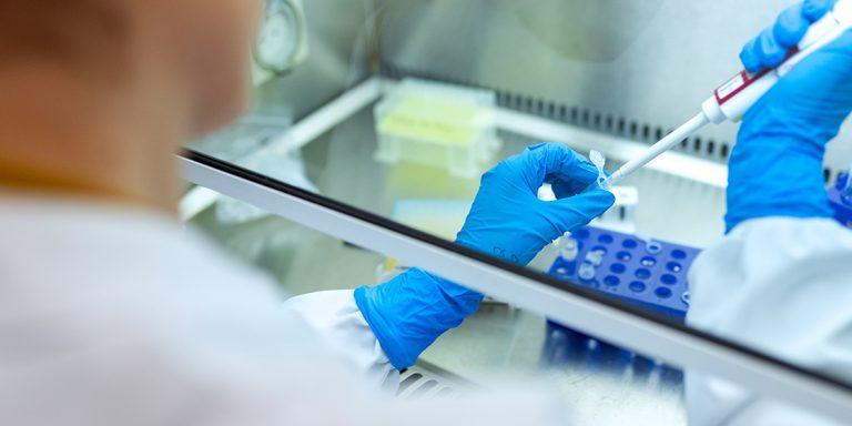 Experta: La mayoría de laboratorios privados no cuentan con logística para vacunas