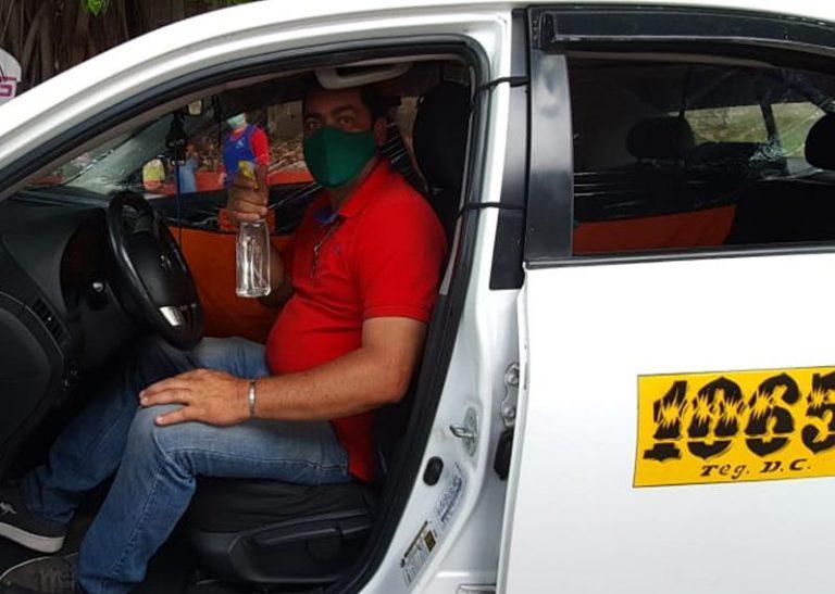 Taxistas exigen tener prioridad para recibir vacuna contra COVID-19