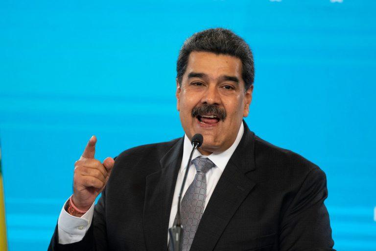 """Facebook bloquea página de Maduro por """"violar"""" política de desinformación"""