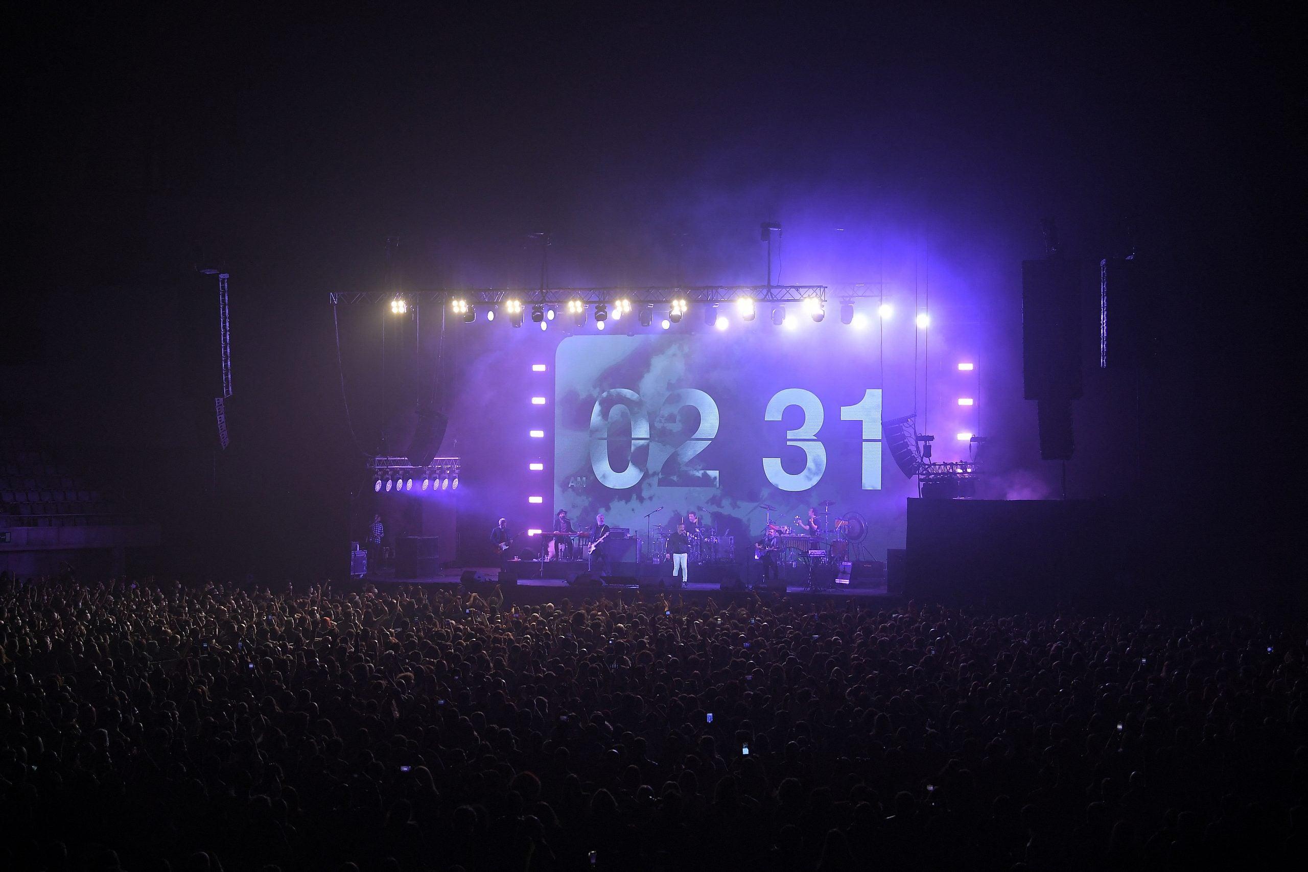 El concierto de Love of Lesbian contó con la presencia de más de 5 mil asistentes.