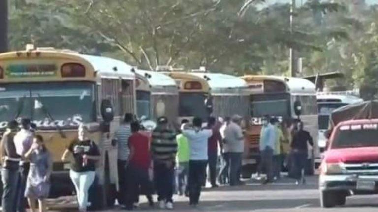 Segundo lunes consecutivo, en Villanueva quedan varados por paro de transporte