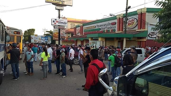 Villanueva: transportistas paralizan sus unidades; alegan competencia desleal