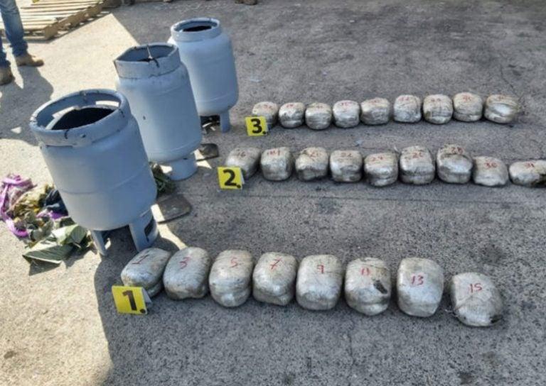 La Ceiba: detienen a dos individuos que transportaban supuesta droga en «chimbos»