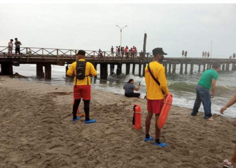 Bomberos reportan tres ahogados y al menos 15 rescates en inicio de Semana Santa