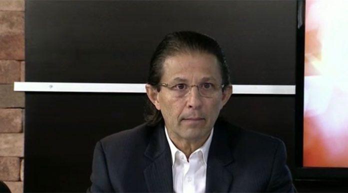 Denuncian a Enrique Ortez