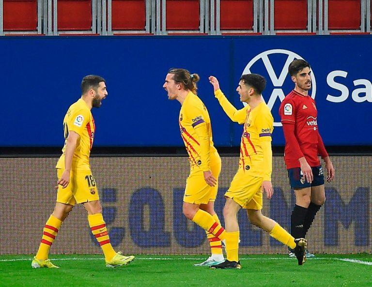 El Barcelona triunfa en Osasuna y mete presión a los equipos de Madrid