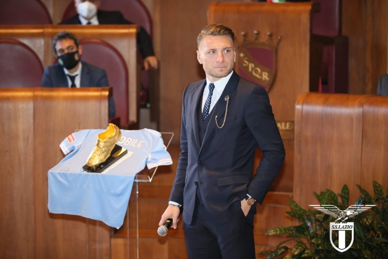 Ciro Immobile recibe la Bota de Oro como máximo goleador del 2020