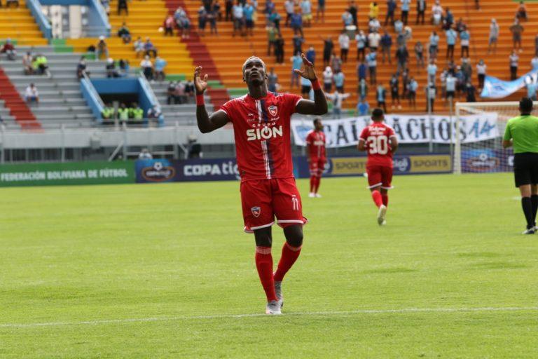 Rubilio Castillo anota y Royal Pari golea en su debut en Bolivia