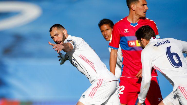 Benzema rescata al Real Madrid en el tiempo de descuento