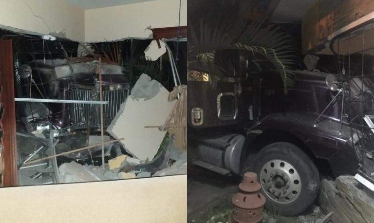 Conductor de rastra muere tras chocar contra una casa en Jutiapa, Atlántida