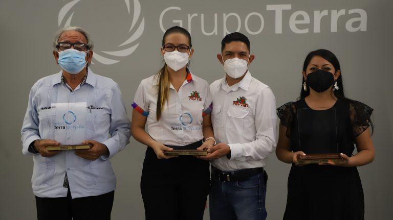 Grupo Terra premia a los ganadores del concurso «Emprendedor del Año»