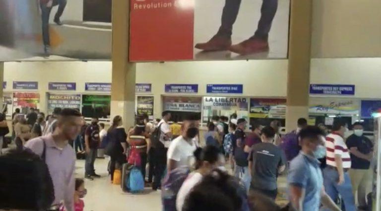 Por viajes de Semana Santa, hondureños «abarrotan» Terminal de Buses en SPS