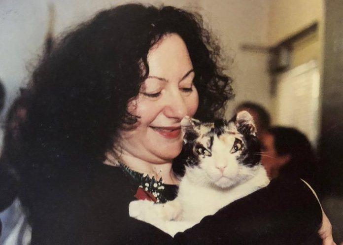 Karen Wellen junto a Scarlett