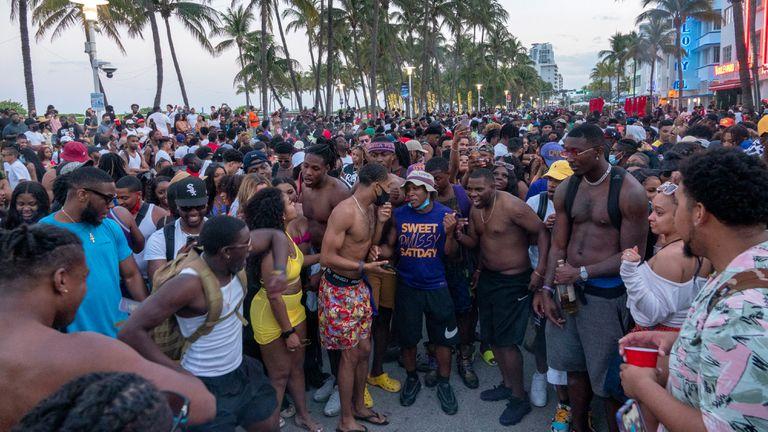 GALERÍA  Miami Beach a toque de queda por descontrol en el «spring break»