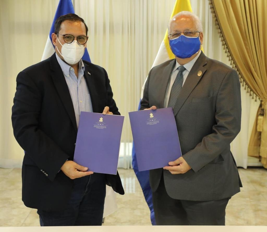 El canciller Lisandro Rosales y el rector de la UNAH, Francisco Herrera.
