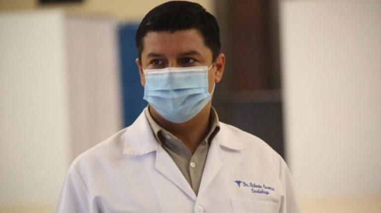 Viceministro lamenta que a ellos sí les paguen y no a médicos de primera línea