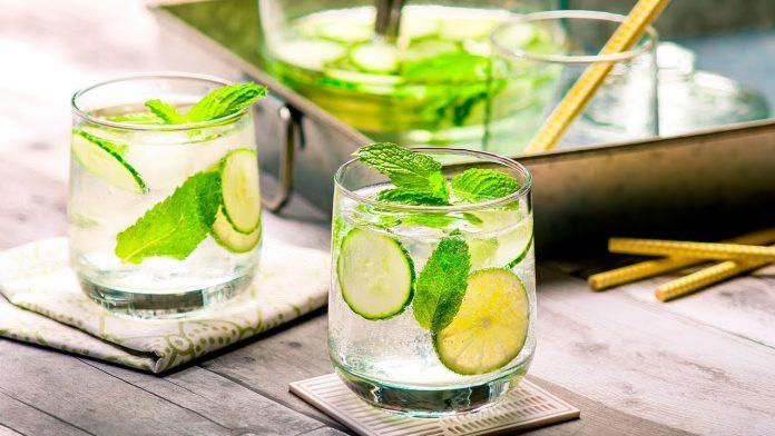 Beneficios agua limón menta
