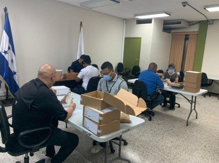 CNE inicia entrega de credenciales a cinco movimientos