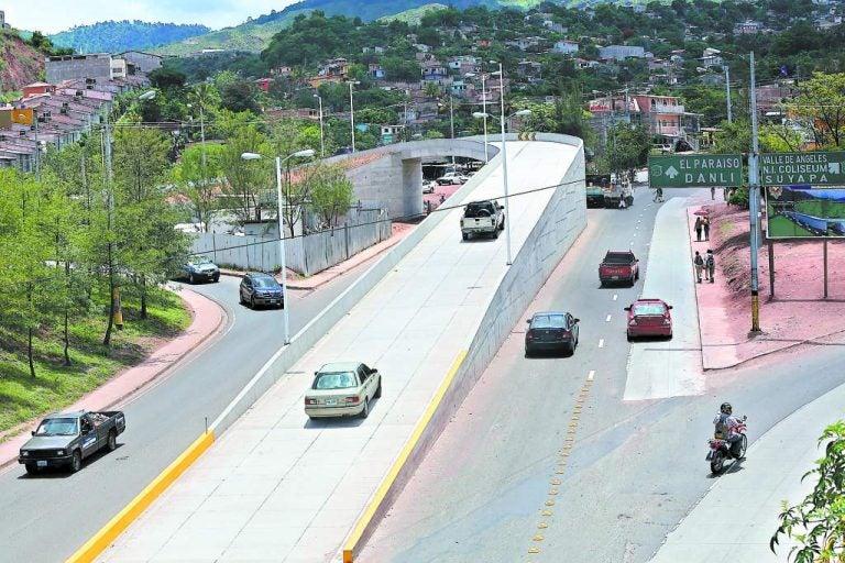 Motociclista muere tras caer desde un puente a desnivel en Tegucigalpa