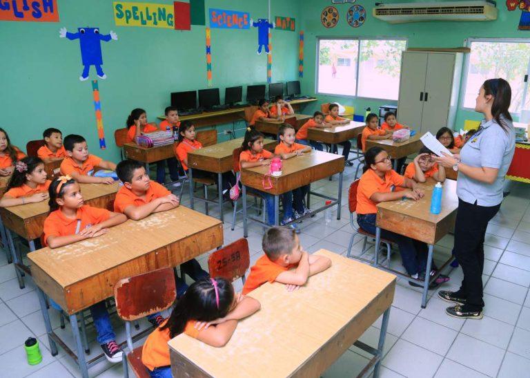 Centros educativos privados piden financiamiento para salarios y tecnología