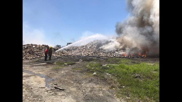 VÍDEO| Reportan incendio en predio que alberga desechos de Gildan Río Nance