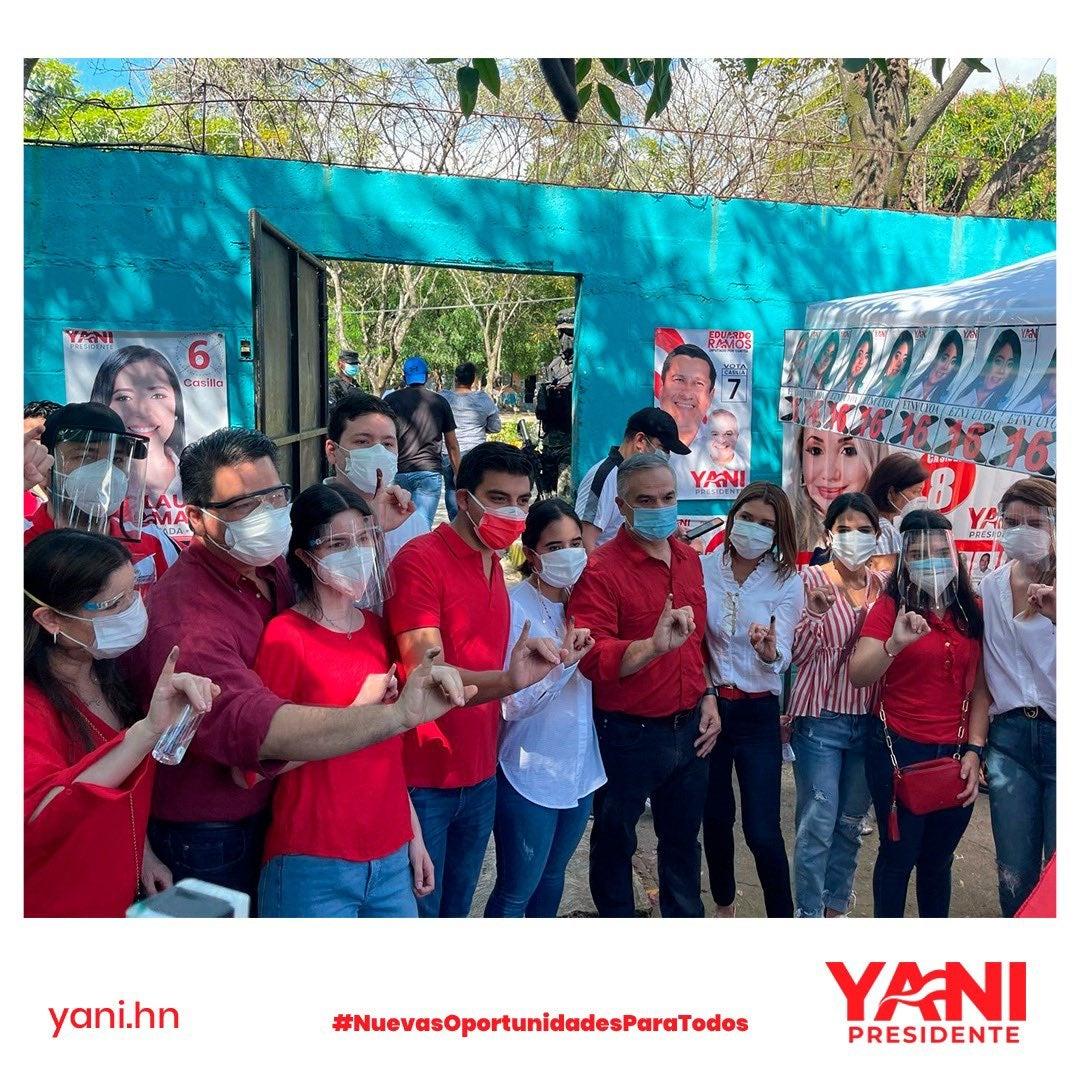 La familia Rosenthal se mostró unida en un día crucial para Yani.