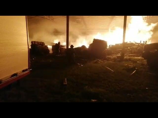 Incendio consume bodegas de empresa recicladora en Choloma
