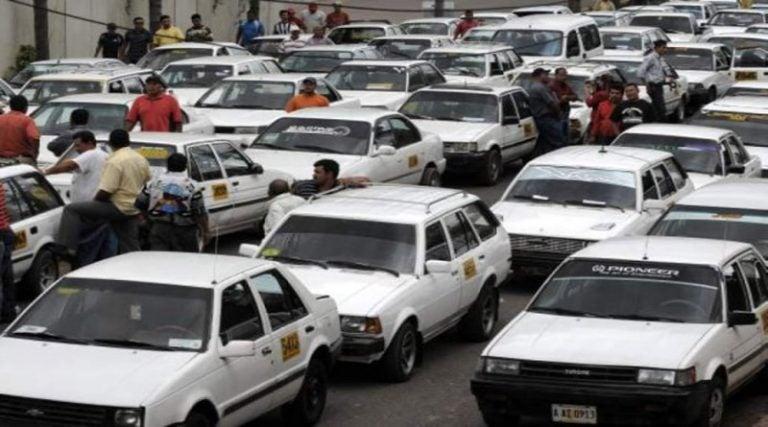"""Taxistas piden más de 30 mil vacunas contra COVID, porque """"están en primera línea"""""""