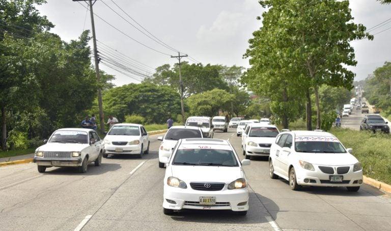 """Bloquearemos todo"": taxistas amenazan con paro en plena Semana Santa"