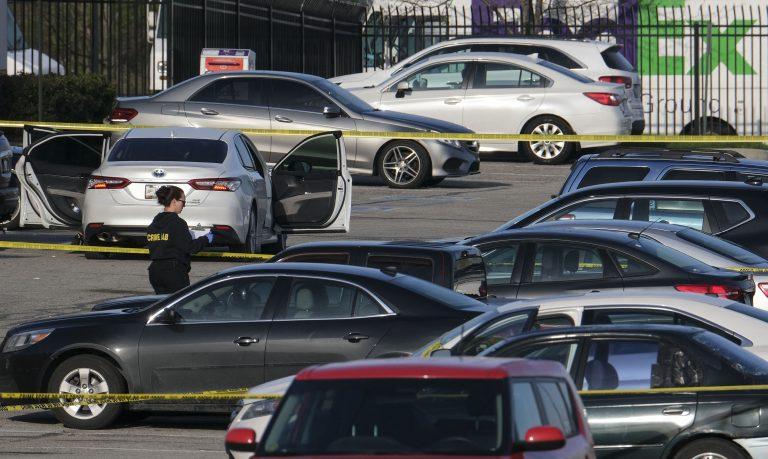 Ocho muertos en tiroteo en almacén de FedEx de Indianápolis, EEUU