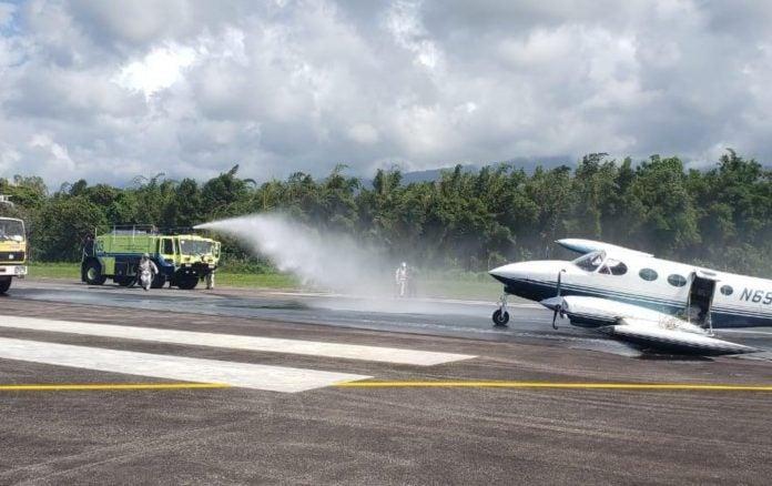 Avioneta aterriza en La Ceiba