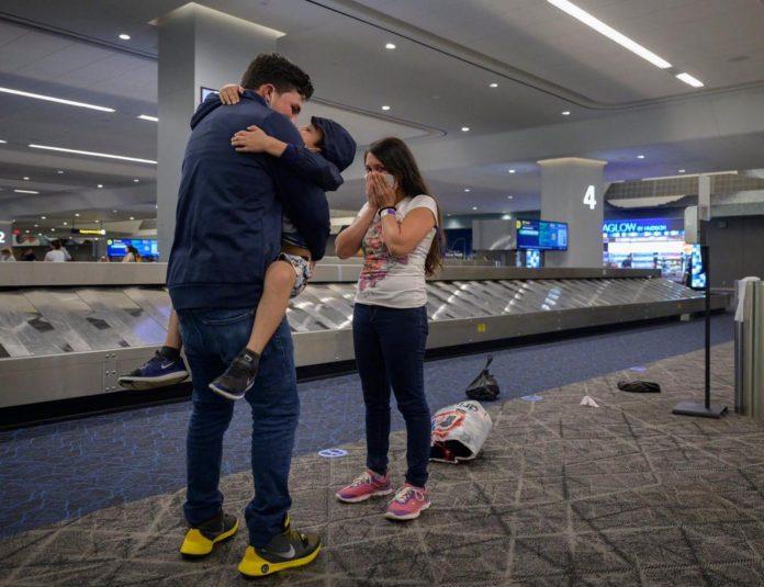 Padre e hijo se reencuentras en EEUU