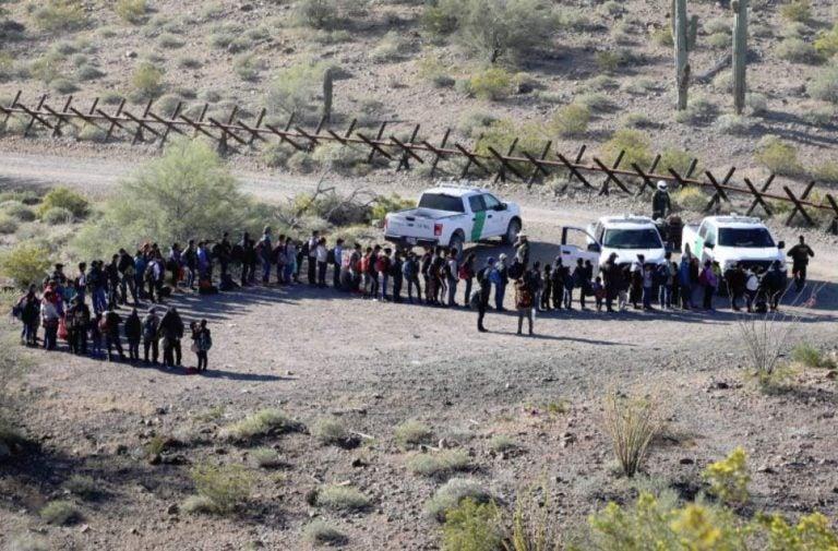 EEUU: gobernador emite estado de emergencia en Arizona y envía tropas a la frontera