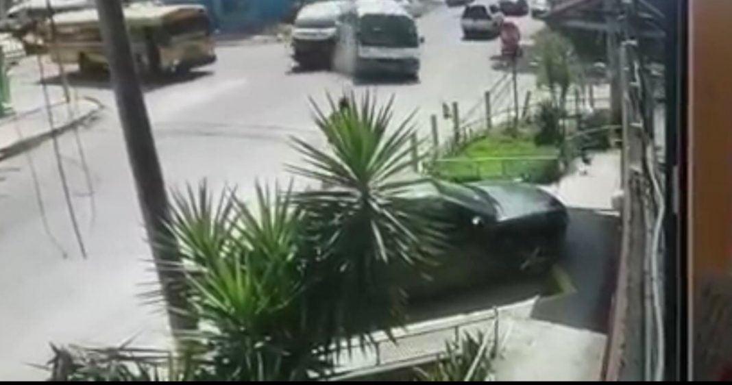 Mujer se salva de milagro tras accidente de rapiditos en SPS