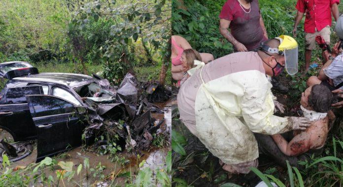 familia guatemalteca se accidenta en Tela
