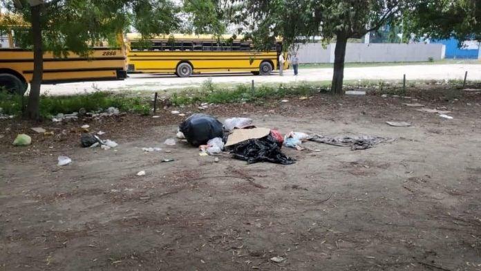 dejan cadáver en solar baldío La Lima