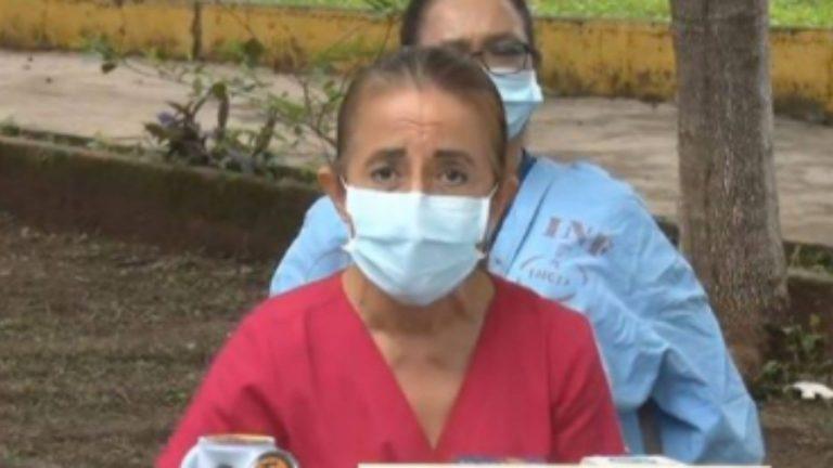 """""""Va a tocar ir a llorarle a El Salvador»: Suyapa Sosa prevé «tsunami» de COVID en Honduras"""