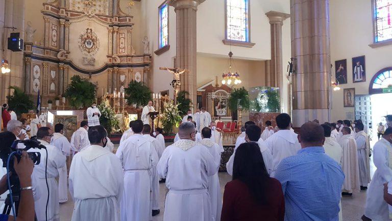 Misa Crismal| Cardenal: «No nos abandonemos, la emergencia no se ha superado»