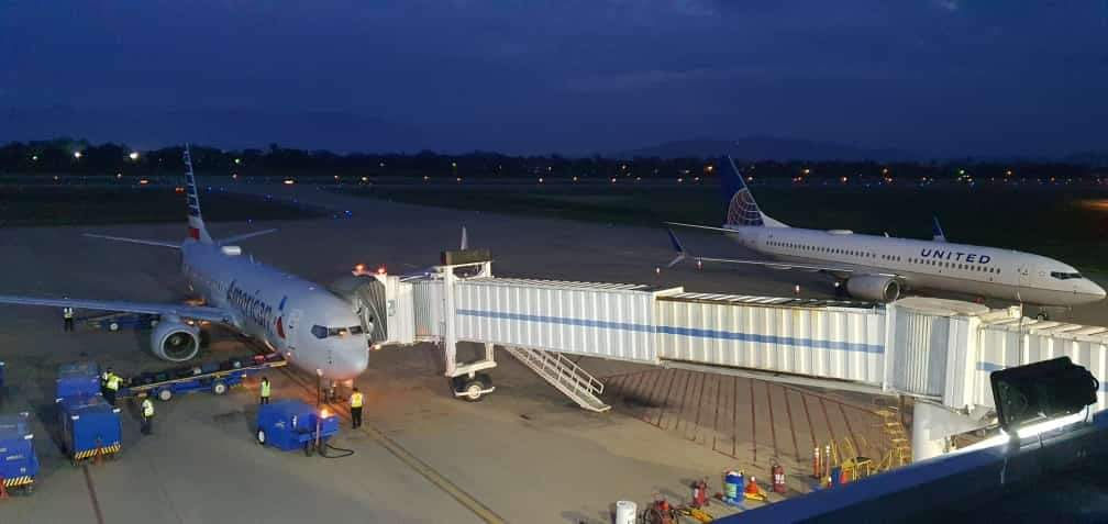 aerolíneas vuelos nocturno en aeropuerto de SPS