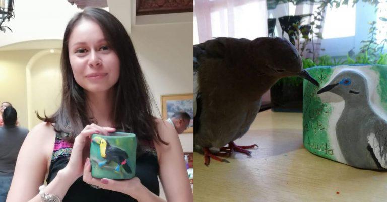 Estudiante de biología emprende y paga sus estudios vendiendo creativas tazas