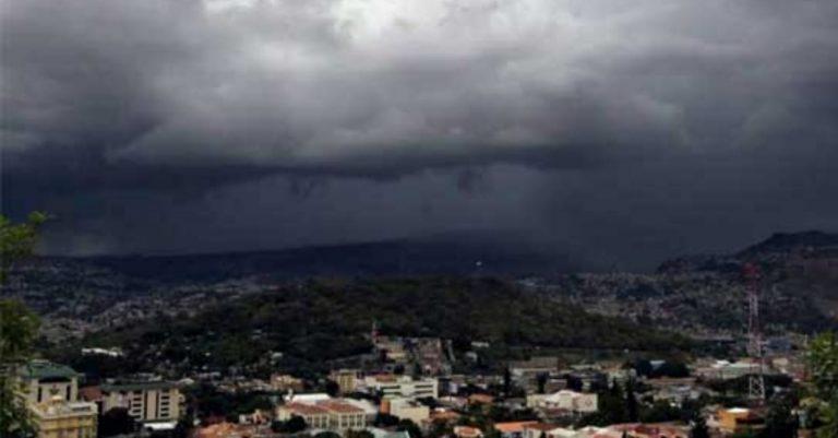 CLIMA DEL SÁBADO: Lluvias de leves a moderadas y cielos nublados