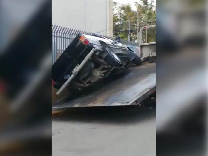 hombre atrapado carro SPS
